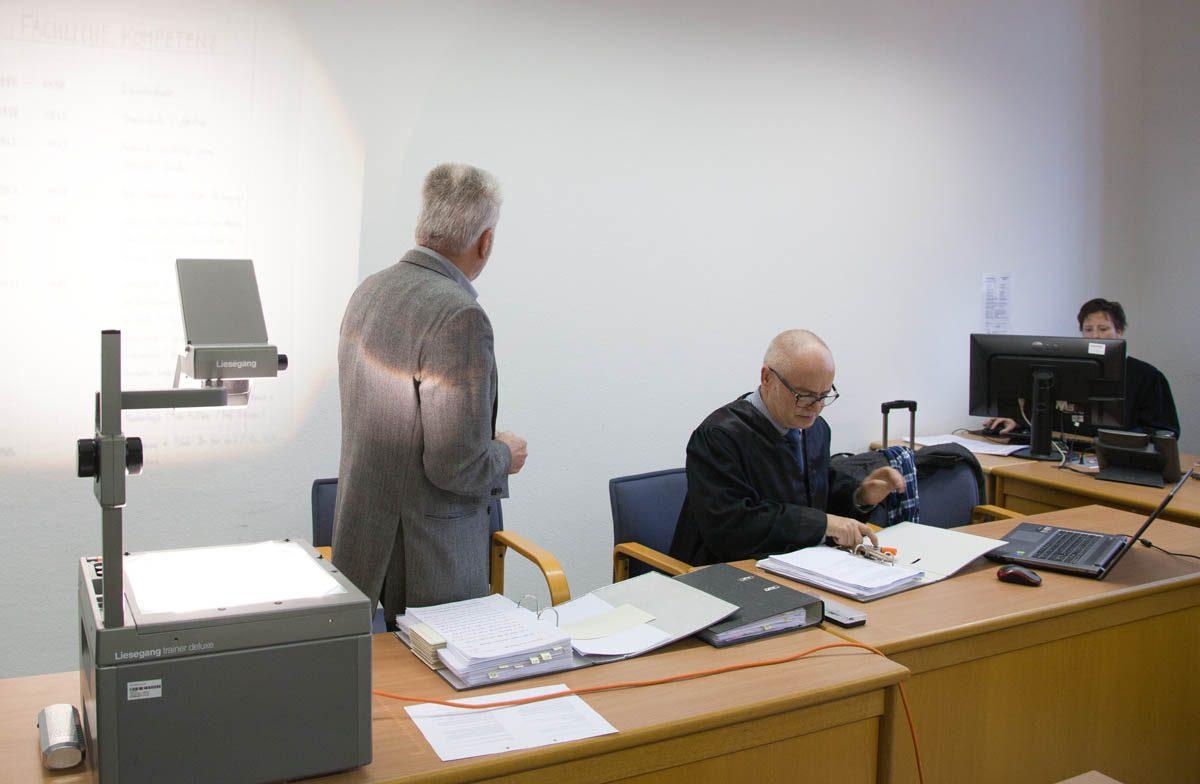 S.D.R. Biotec – der Prozess: Ex-Chef der Giftmüllfirma referiert am ersten Verhandlungstag über die eigene Kompetenz und die Inkompetenz der anderen
