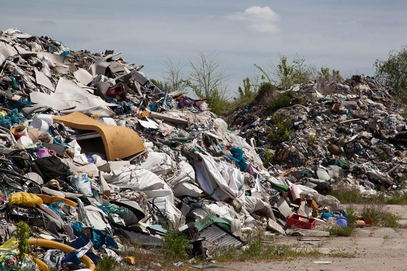 Illegales Abfalllager in Fürstenwalde: Neue Ermittlungen und Verfügungen